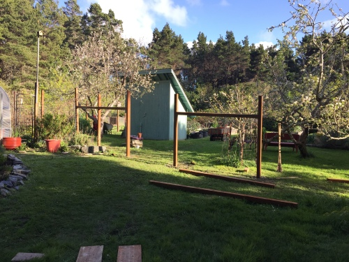 2617 Fence construction, first day, 4-4-16